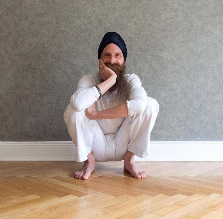 Workshop: Asanas - yogans fysiska positioner med Karta Purkh Singh
