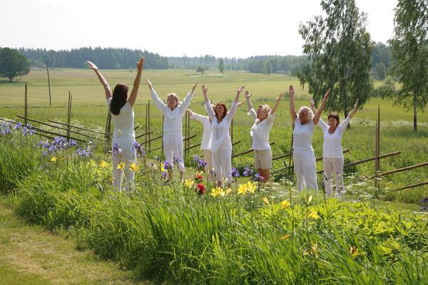 Sommaryogaretreat på Hannemo kursgård i vackra Värmland